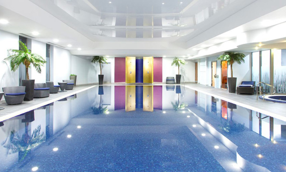 Reading spa break hen do hen party hen weekends - Hen party houses with swimming pool ...